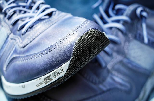 滑り止めつきの靴